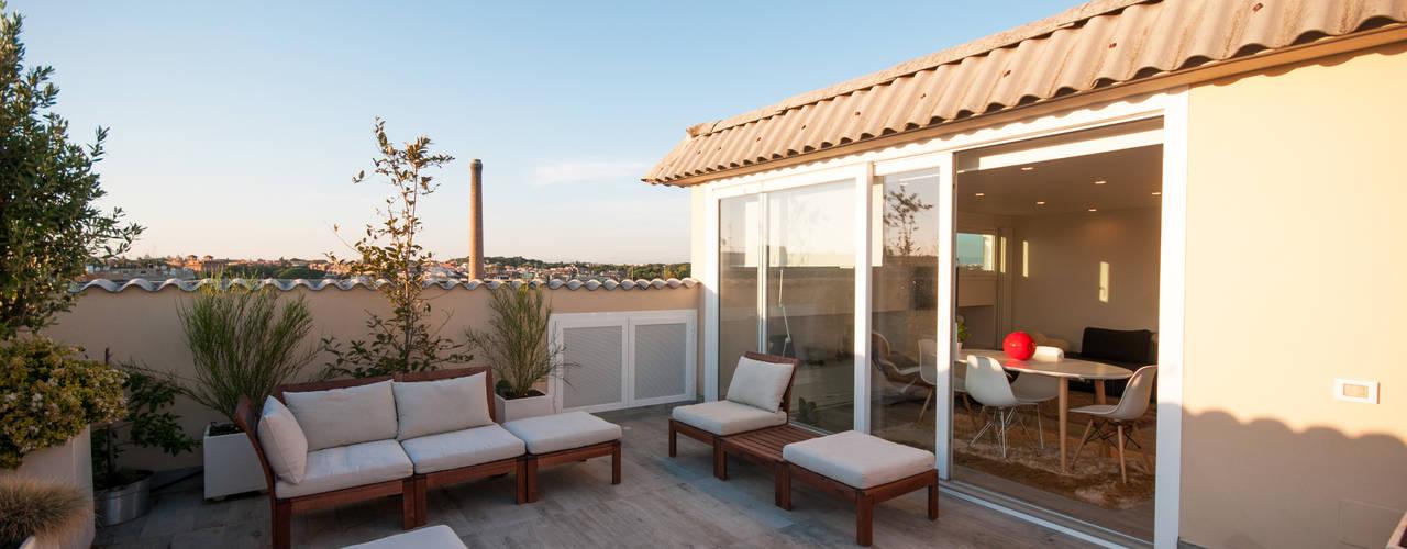 Ristrutturazione appartamento 50 mq Fabiola Ferrarello Varanda, alpendre e terraçoAcessórios e decoração Madeira Branco
