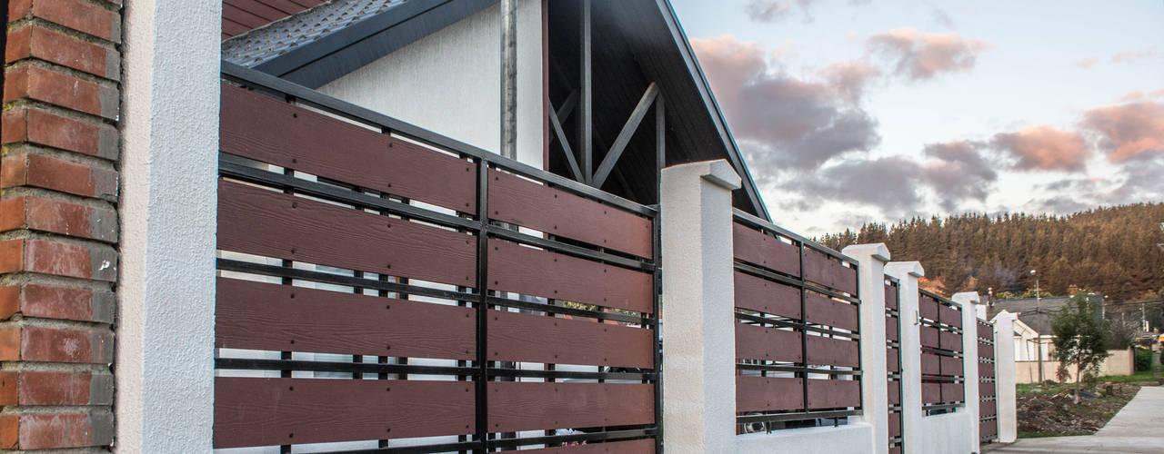 Rehabilitación de vivienda en la localidad de Penco: Casas de estilo  por ARQUITECTURA E INGENIERIA PUNTAL LIMITADA