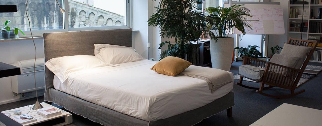 Camera da letto:  in stile  di Arch. Vittoria Ribighini