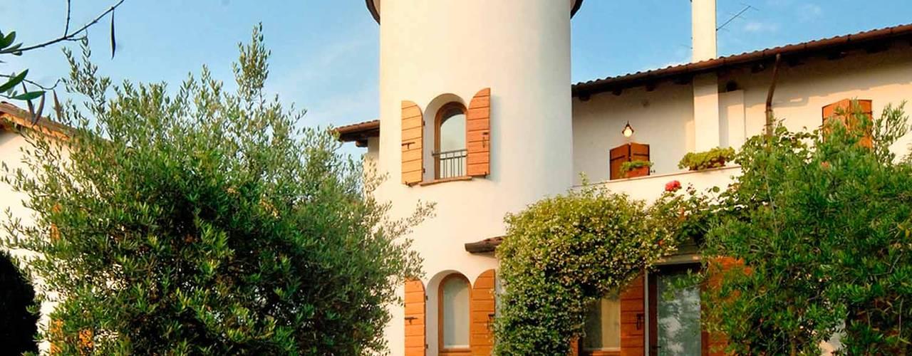 Houses by STUDIO CERON & CERON, Classic