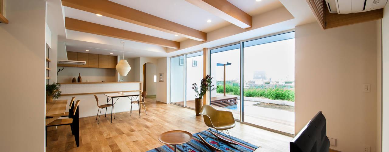 โดย STaD(株式会社鈴木貴博建築設計事務所) สแกนดิเนเวียน