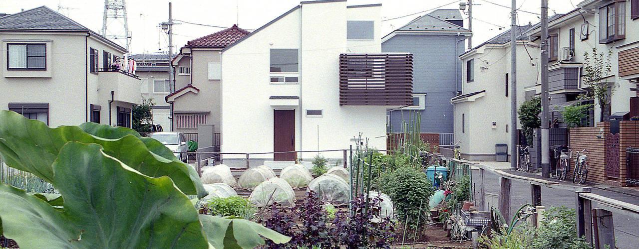 菜園の風景を取り込む家・T-HOUSE nerima の 大坪和朗建築設計事務所 Kazuro Otsubo Architects モダン