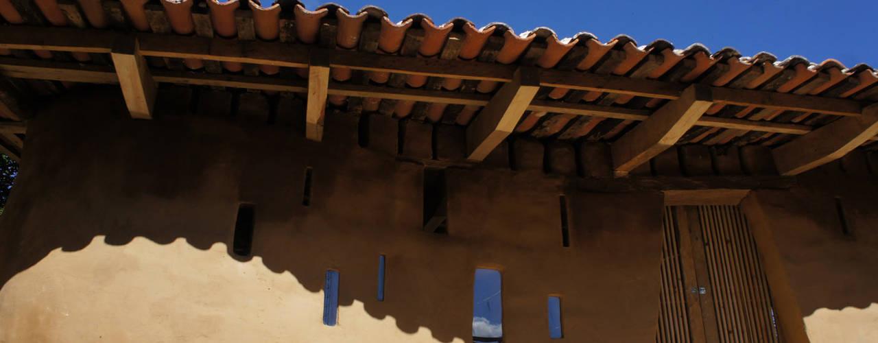 Zinacantan / Programa VACA: Casas de estilo  por Juan Carlos Loyo Arquitectura, Colonial
