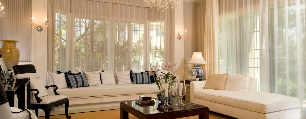 Luxury Family Living Space:  Living room by Gracious Luxury Interiors