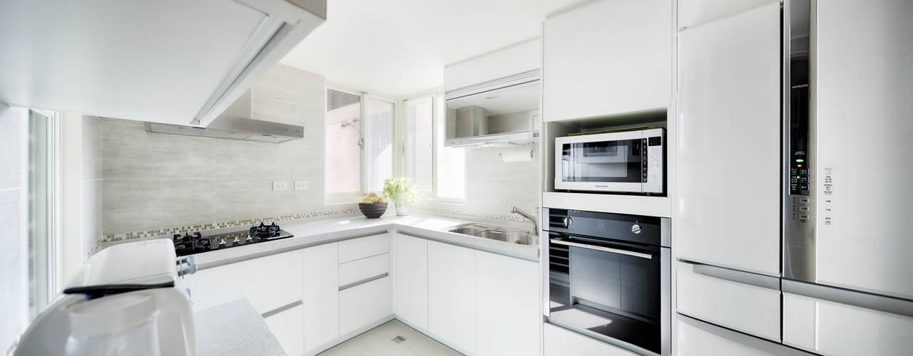 Cocinas de estilo escandinavo de 唯創空間設計公司 Escandinavo