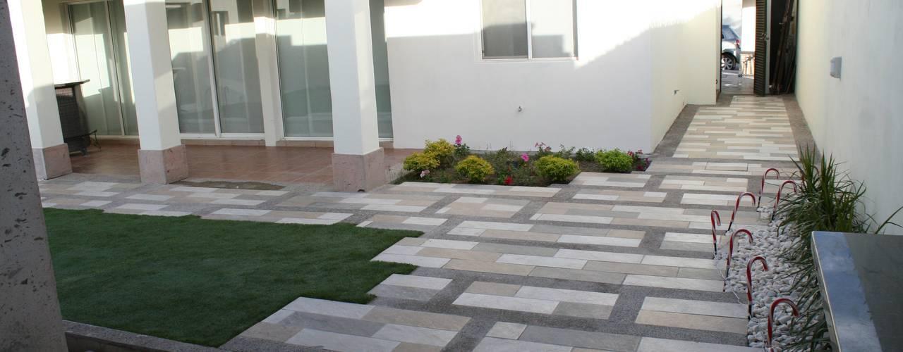 Jardines de estilo moderno de Daniel Teyechea, Arquitectura & Construccion Moderno