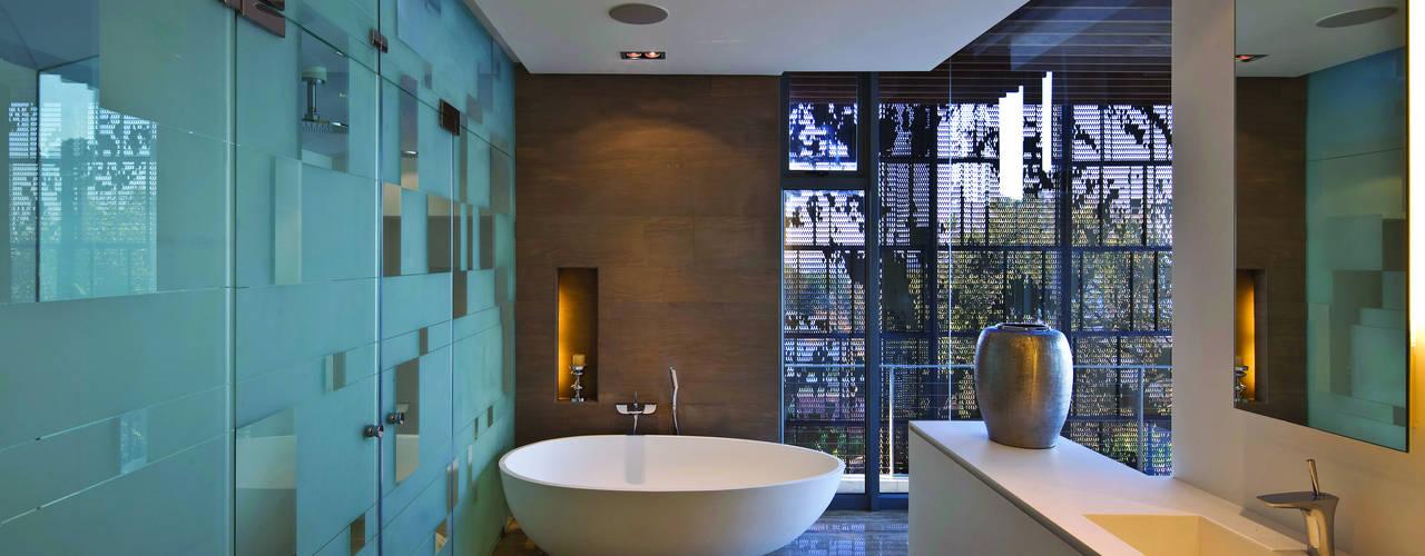 La Lucia Eclectic style bathroom by ARRCC Eclectic