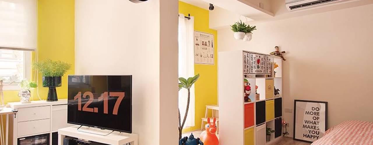Ruang Keluarga by 一葉藍朵設計家飾所 A Lentil Design