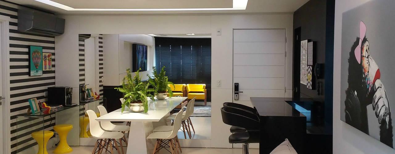 Sala Cool para jovem casal - Preto e Branco Salas de estar modernas por Carolina Burin & Arquitetos Associados Moderno