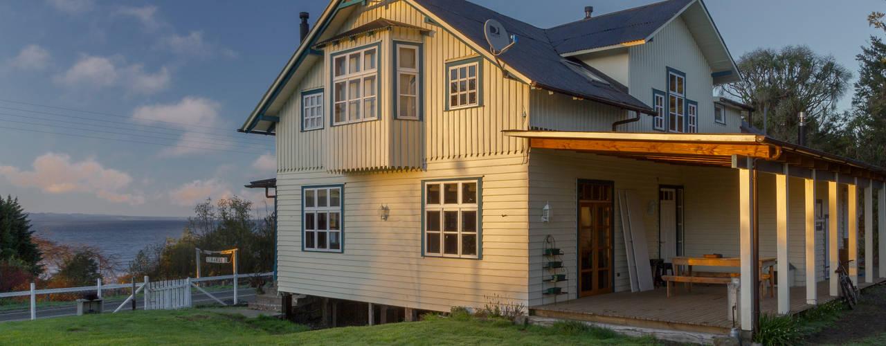 CASONA LOS BAJOS: Casas de estilo  por Moraga Höpfner Arquitectos