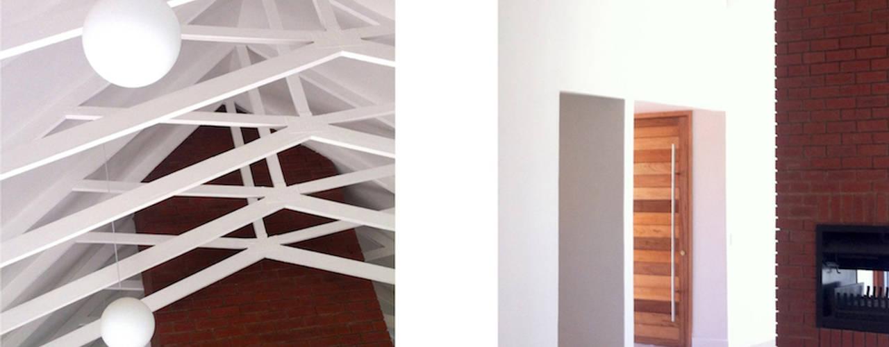 Lillyvale House 01:  Corridor & hallway by Sergio Nunes Architects
