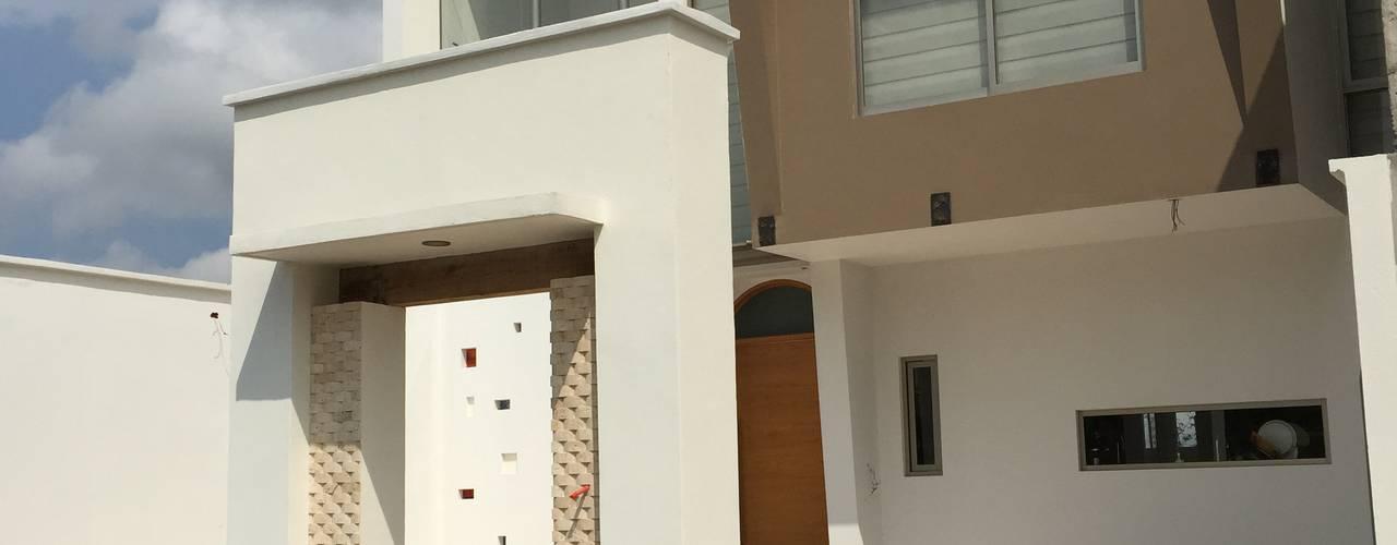 Fachada General: Casas de estilo moderno por Cahtal Arquitectos