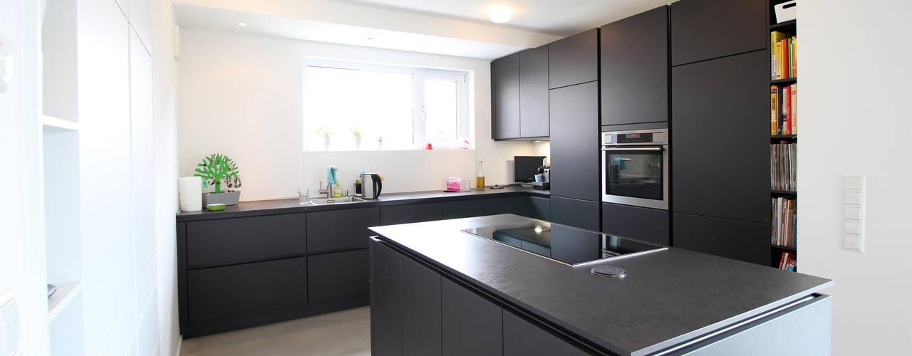 Modern Kitchen by PlanBar Architektur Modern