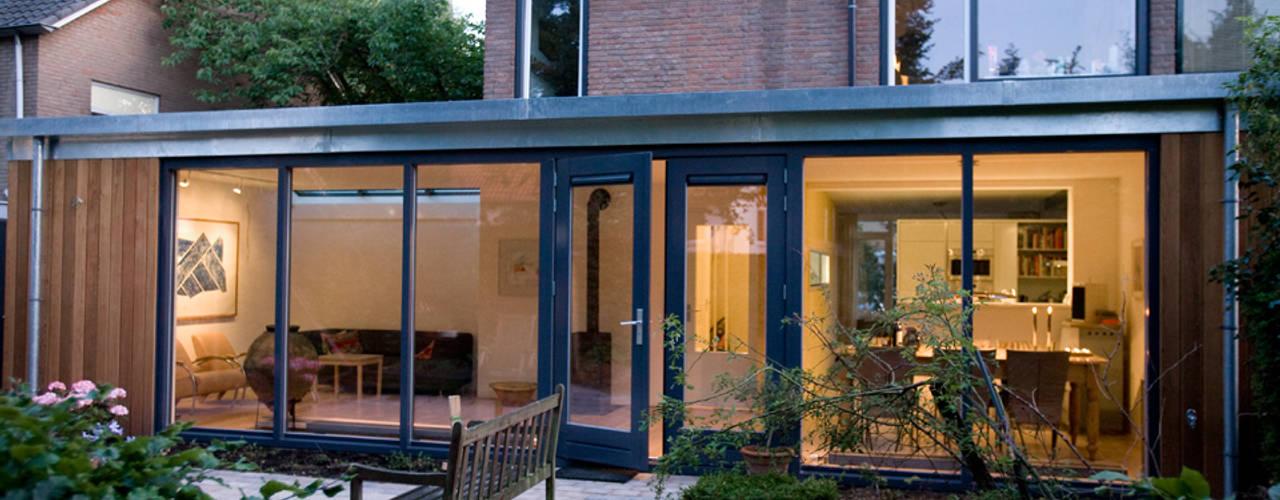 Verbouw begane grond Moderne huizen van De E-novatiewinkel Modern