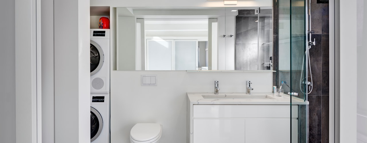 Master Bathroom with Laundry Closet:  Bathroom by Lilian H. Weinreich Architects