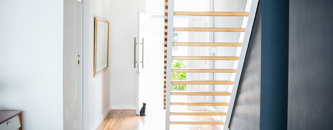 homify Scandinavian corridor, hallway & stairs