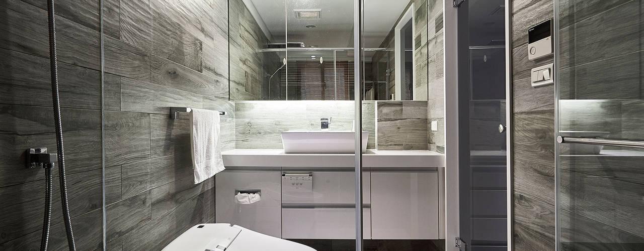 Bathroom by 青瓷設計工程有限公司
