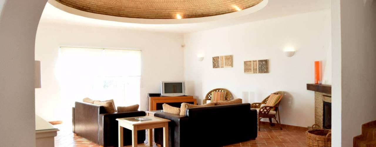 Southern traditional dome Rustik Oturma Odası Engel & Voelkers Vilamoura Rustik