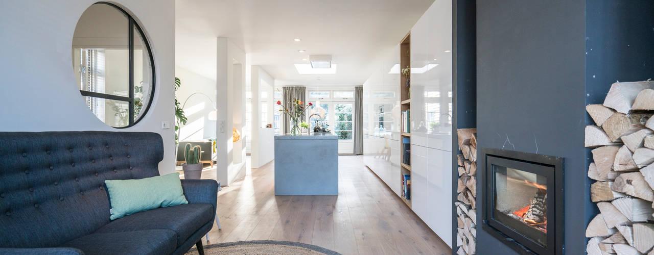 Salon de style  par Masters of Interior Design, Moderne