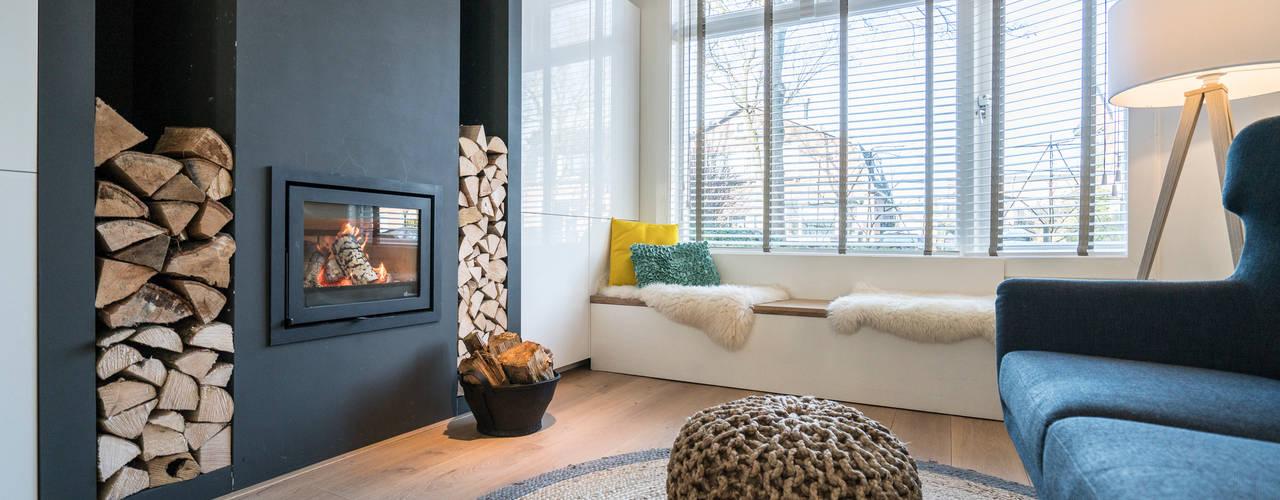 Salones de estilo  de Masters of Interior Design, Moderno
