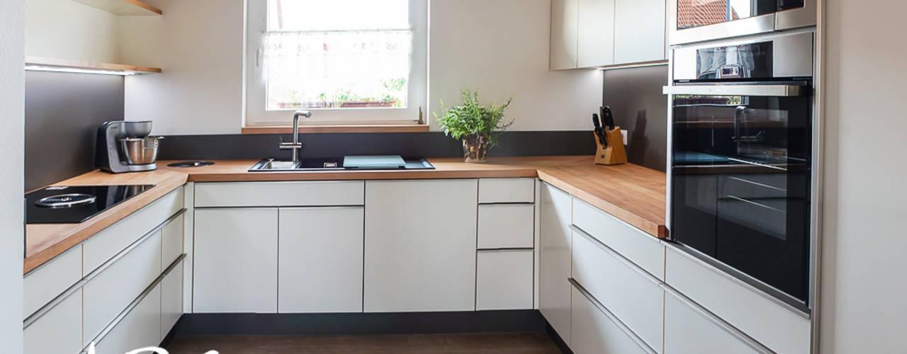 Cozinhas modernas por ARTfischer Die Möbelmanufaktur. Moderno