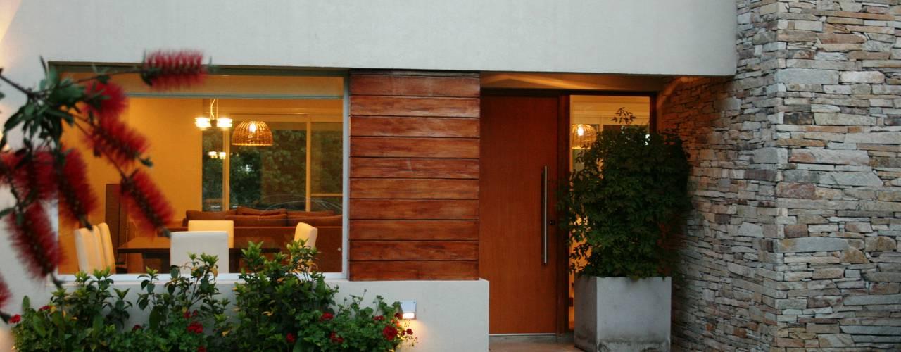 Modern houses by Rocha & Figueroa Bunge arquitectos Modern