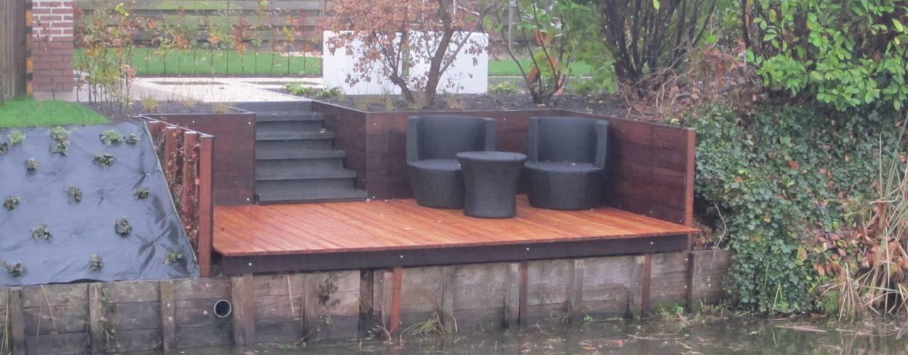 renovatie achtertuin:  Terras door GroenerGras Hoveniers