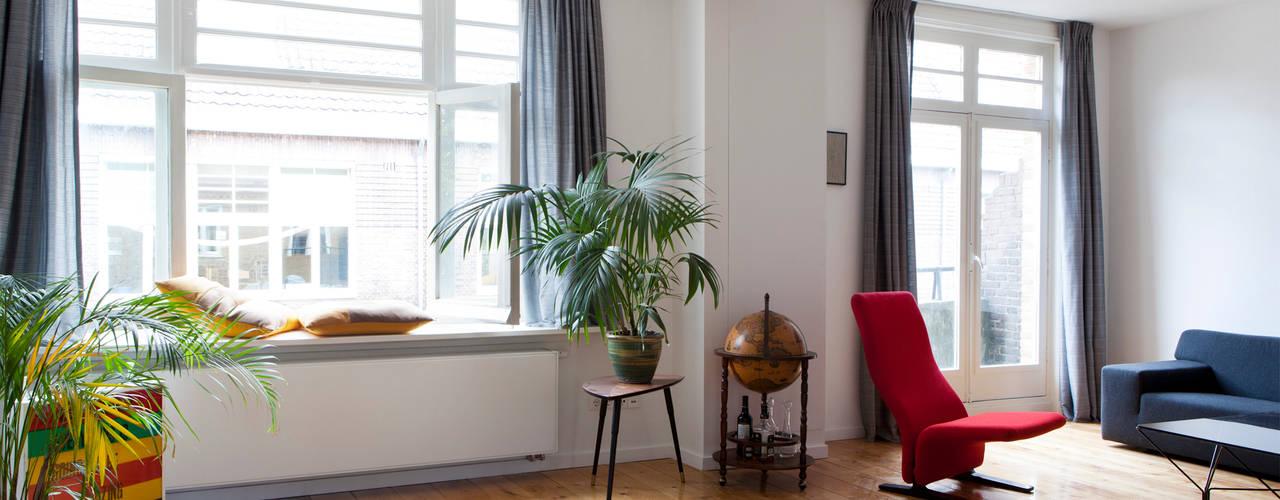 BAARSJES RENOVATION Moderne woonkamers van Kevin Veenhuizen Architects Modern