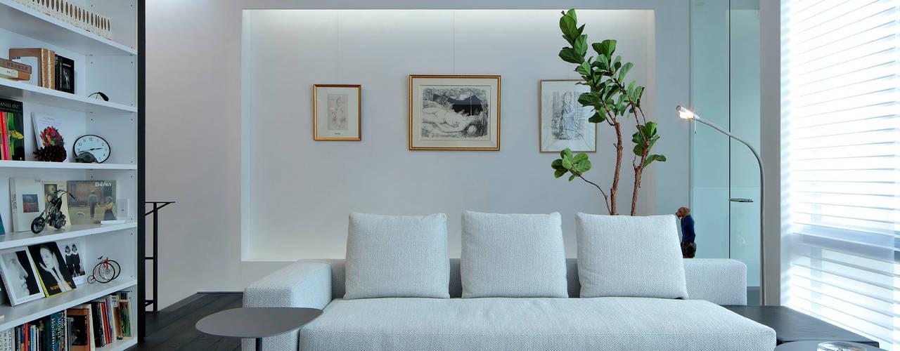 浜田山の家 ミニマルデザインの リビング の 遠藤誠建築設計事務所(MAKOTO ENDO ARCHITECTS) ミニマル