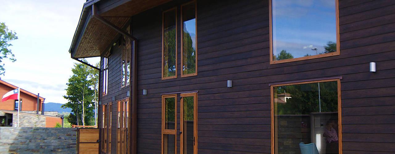 Puertas y ventanas modernas de homify Moderno