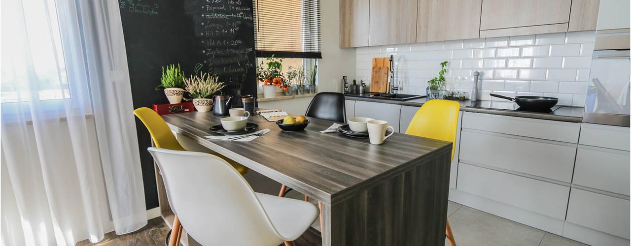 MOTHI.form Cucina in stile scandinavo Legno Grigio