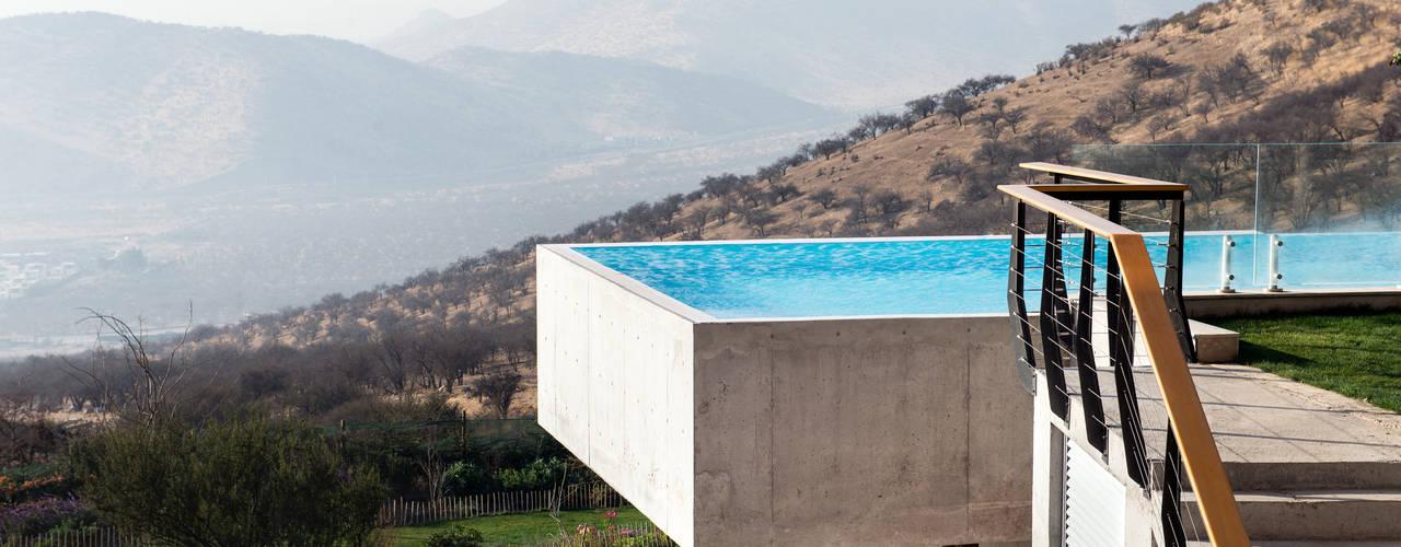 Piscine moderne par GITC Moderne