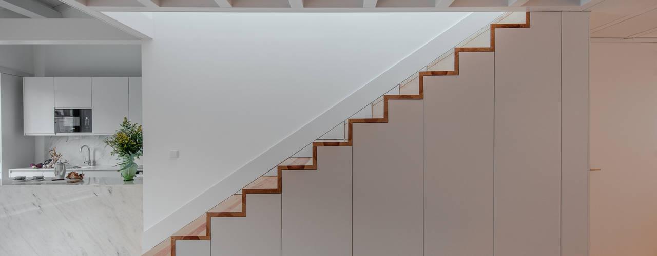 Corridor & hallway by Pedro Ferreira Architecture Studio Lda