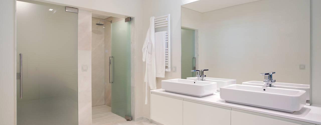MORADIA ESTORIL fernando piçarra fotografia Casas de banho modernas