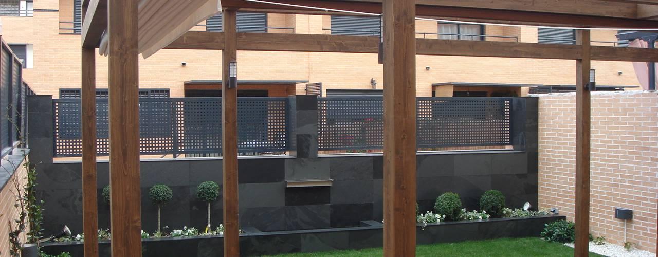 Reforma jardín después:  de estilo  de La Patioteca