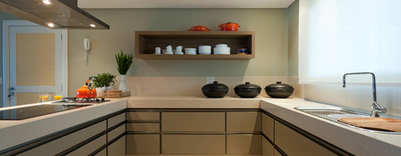 مطبخ تنفيذ Renata Basques Arquitetura e Design de Interiores,