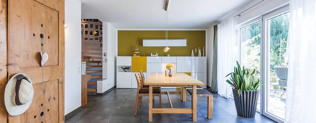 Ruang Makan Modern Oleh KitzlingerHaus GmbH & Co. KG Modern
