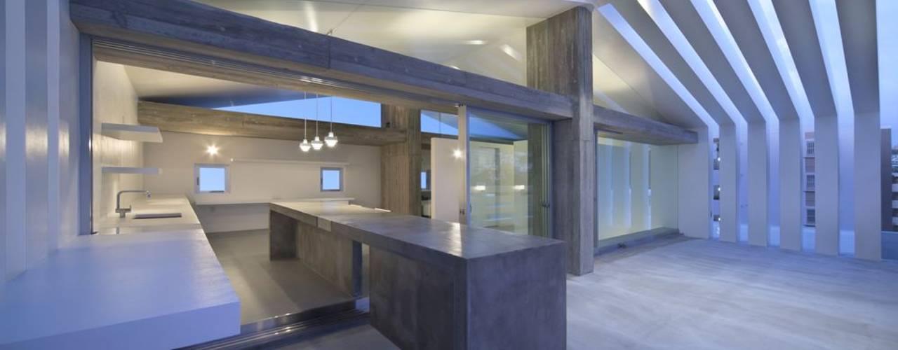 Balcones y terrazas modernos de 森裕建築設計事務所 / Mori Architect Office Moderno