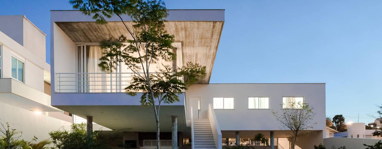 Casas de estilo moderno por Barbara Becker Atelier Arquitetura