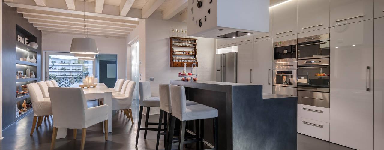 Paredes y pisos de estilo minimalista de Resin srl Minimalista