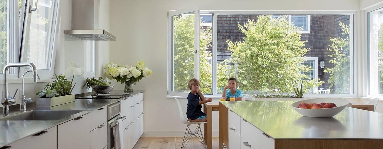Modern kitchen by ZeroEnergy Design Modern