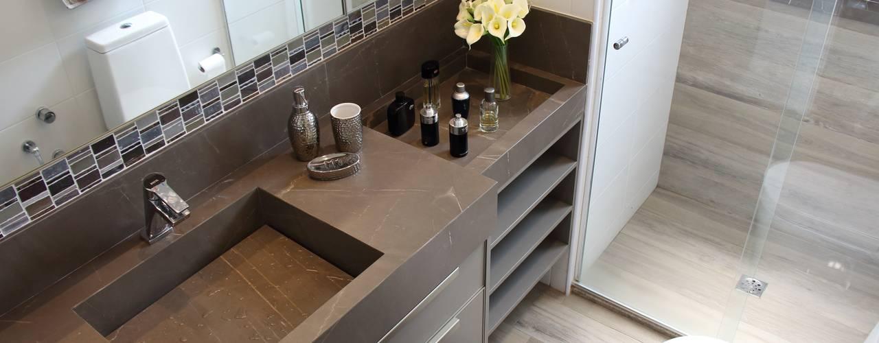 Modern Bathroom by Angelica Hoffmann Arquitetura e Interiores Modern