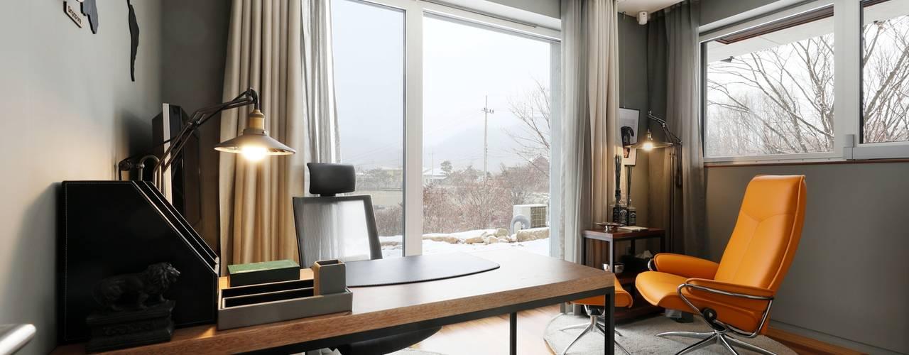 비한재 (秘閒齋) : 숨겨진 공간속의 한적한 집 모던스타일 서재 / 사무실 by 위즈스케일디자인 모던