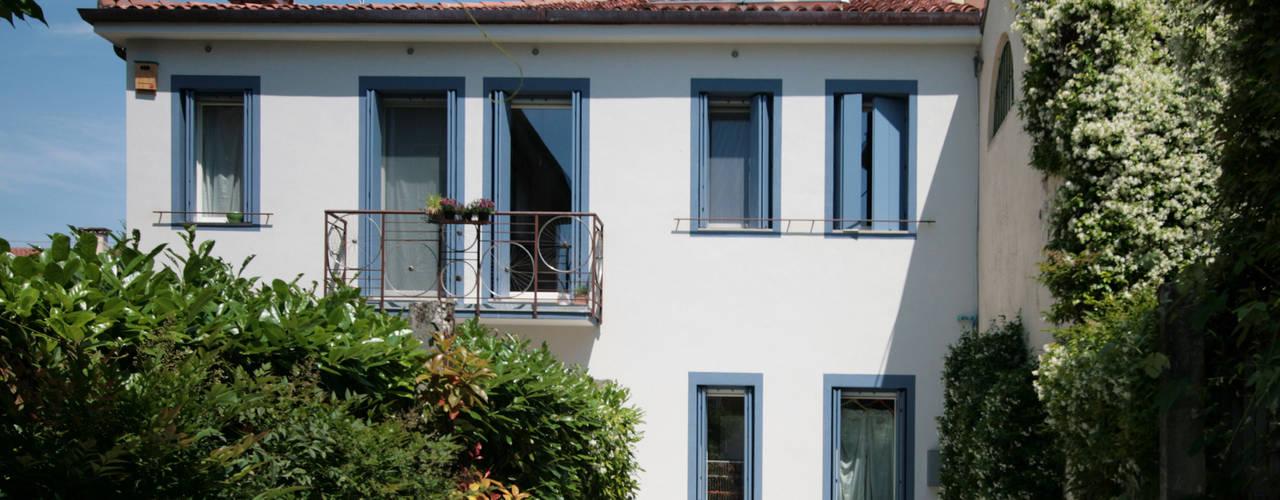 Studio Dalla Vecchia Architetti Casas unifamiliares Hormigón Turquesa