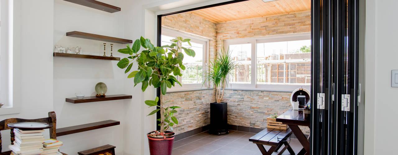 꿈애하우징 Moderner Balkon, Veranda & Terrasse