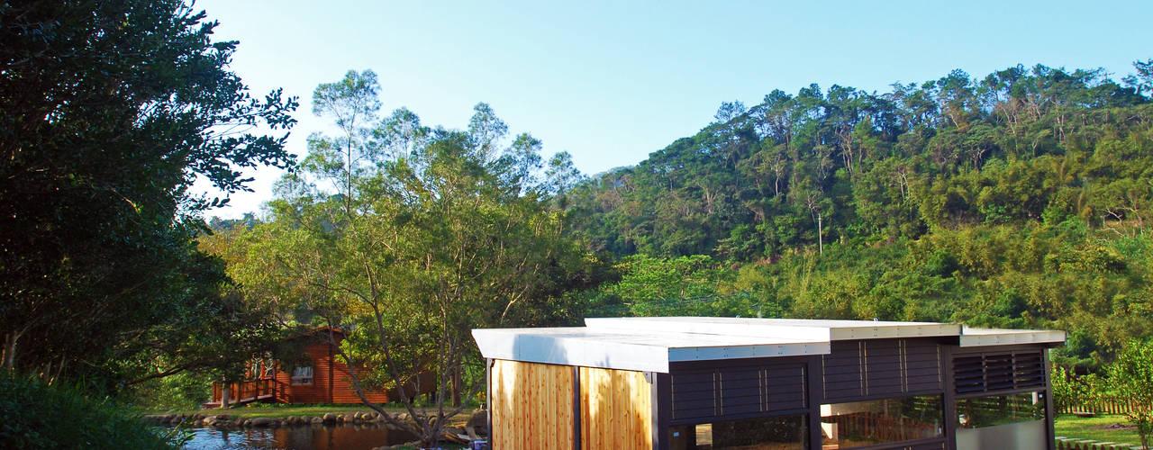 [ 行 動 木 屋 ] 走入生活 現代房屋設計點子、靈感 & 圖片 根據 FAMWOOD 自然紅屋 現代風