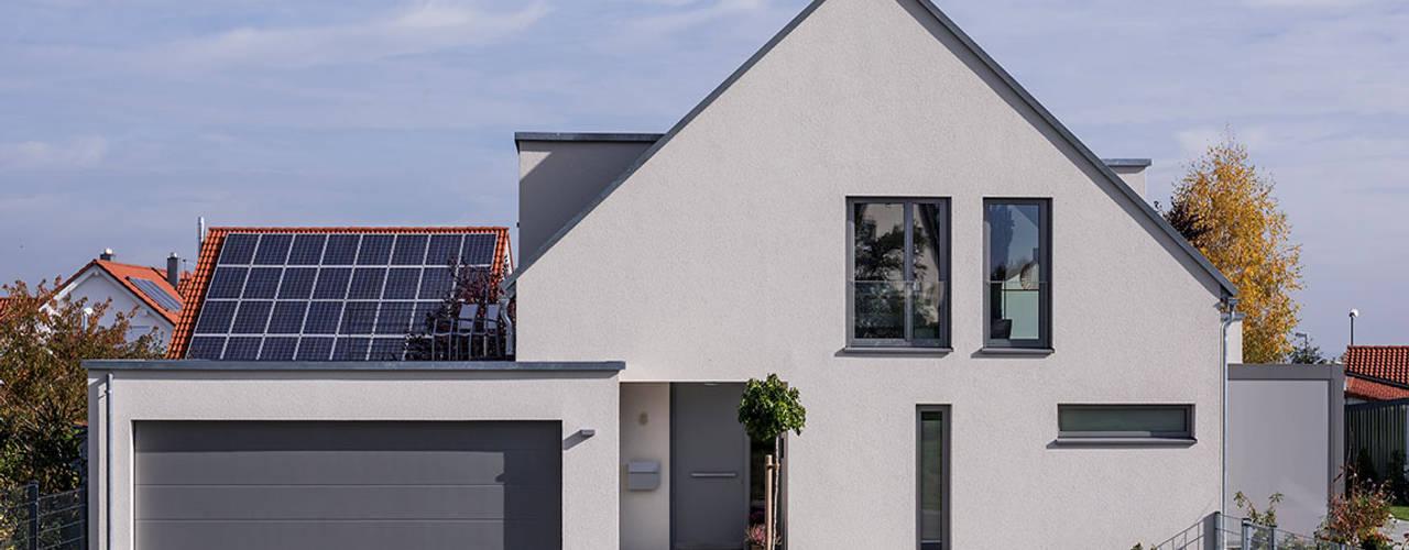 Rumah tinggal  by KitzlingerHaus GmbH & Co. KG