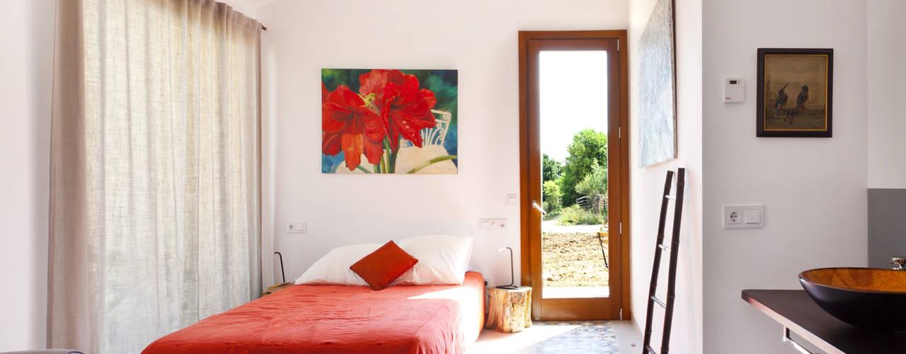 Bedroom by Tono Vila Architecture & Design,
