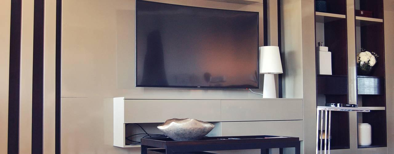 Vivienda PG, Neuquén: Salas multimedia de estilo moderno por ARKIZA