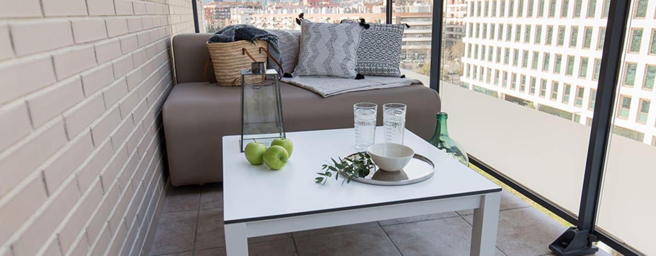 Scandinavian style balcony, porch & terrace by Pia Estudi Scandinavian